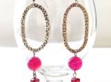 Fuchsia agate dangle earring with oval pewter accent