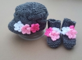 Knitted Baby Hat and Booties Set- Grey with Pink fl