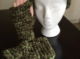Beanie and gloves in Camo color