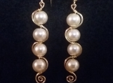 Curved 4 glass pearl and gold color wire earring