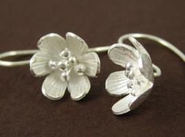 le blanc earring
